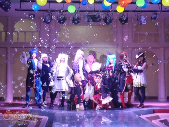 cosplay爱好者们穿着专门的服装,扮演着海贼王等动漫形象,展示高清图片